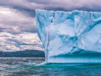 Worlds largest iceberg breaks off Antarctica (1)
